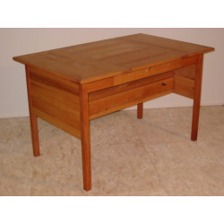 Eleganter Schreibtisch